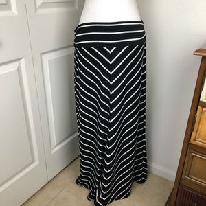 Faded Glory Maxi skirt Black & white stripes XL